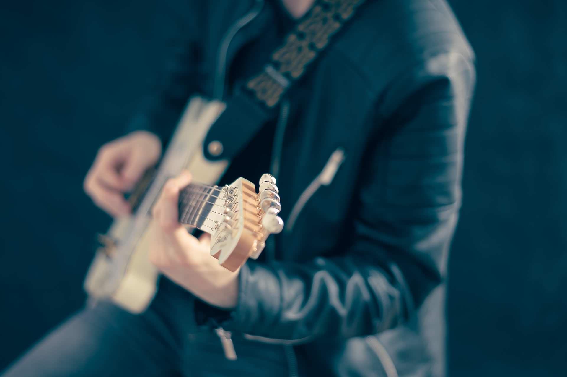 E-Gitarre lernen: E-Gitarre-Unterricht an der JMS